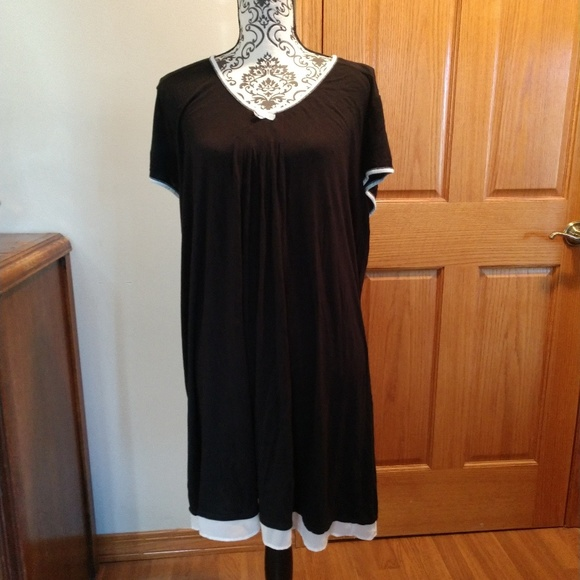 Vera Wang Other - Black and White night gown